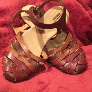 Multi leather close toe sandal